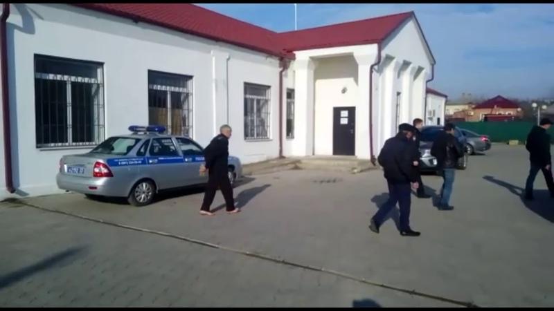 ПЫТКИ БОСОНОГИЙ МАЛЬЧИК В СУДЕ ТАРАНТЕЛЛУ ТАНЦЕВАЛ