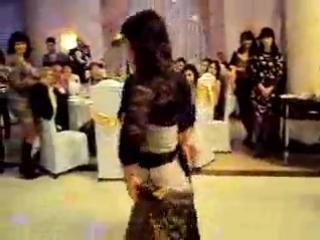 Azeri девушка БЕЗУМНО красиво танцует