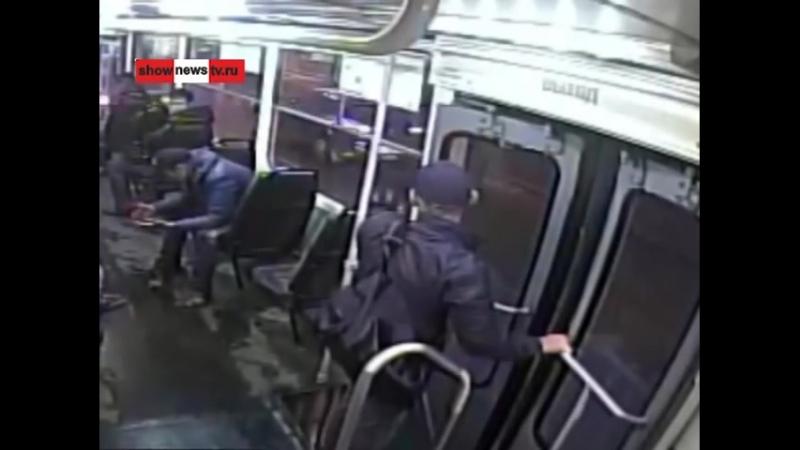 Жестяк! Кикбоксёр забивает 3 алкашей в трамвае. Real video