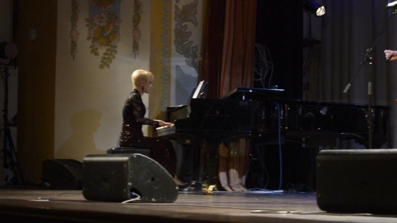 Концерт в филармонии, посвящённый памяти мэтра уральского джаза Игоря Бурко. На сцене ансамбль jazz brassarz