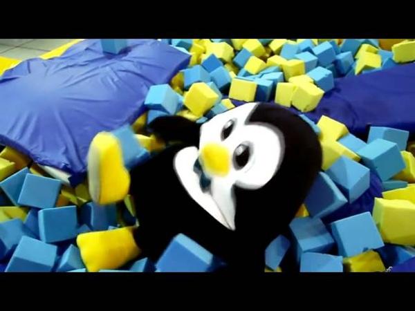 Приключения пингвина в батутном центре Сальто винты и много мороженого