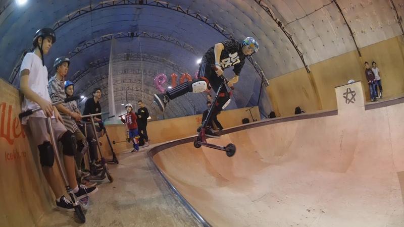 трюки на самокате в скейтпарке AllProAcademy 20190202