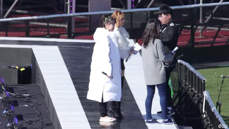 181104 GFriend Yerin Oh My Girl Mimi MC rehearsal @ 181104 GFriend Navillera @ 2018 Jeju Hallyu Festival