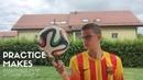 Comment faire tourner un ballon sur son doigt