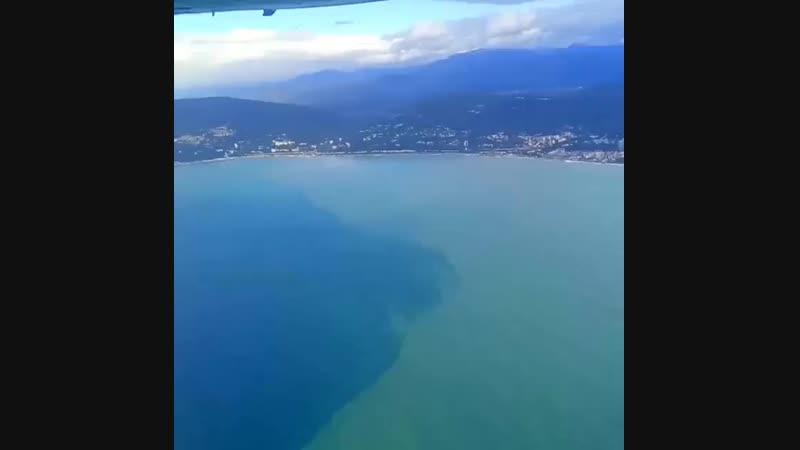 Так выглядит наше любимое Чёрное море после проливных дождей из иллюминатора самолета ✈️💦💦💦