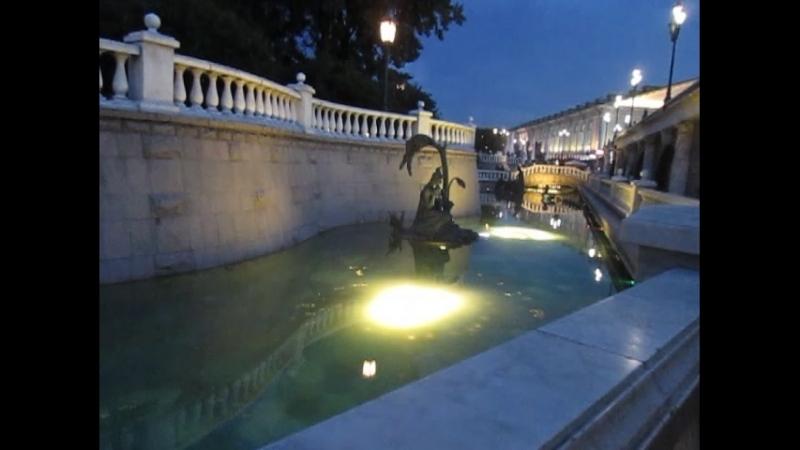 Вечерние фонтаны Александровского сада