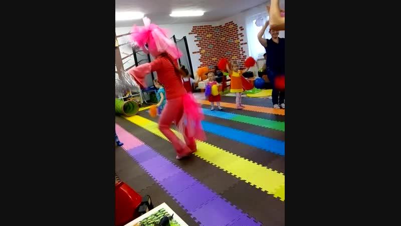 Танец с Пони Пинки Пай.