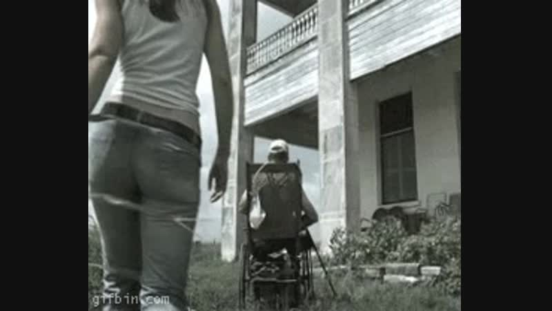 Jessica Biel from behind - The Texas Chainsaw Massacre