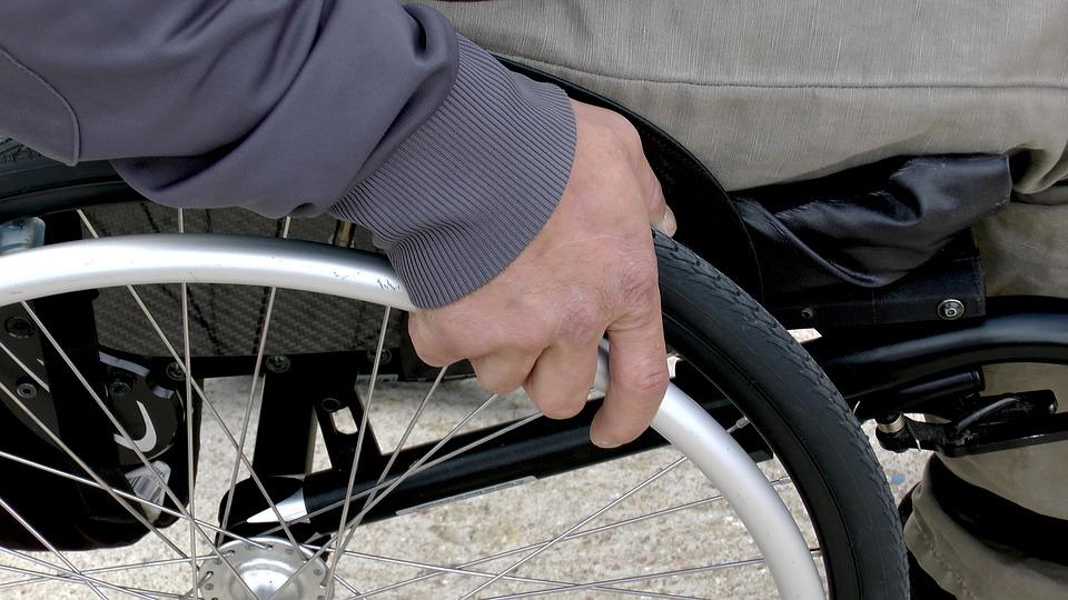 НКО из Бибирева представила инновационную инвалидную коляску с электроприводом