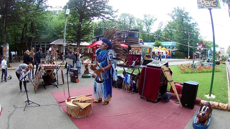 Индеец поет красиво и играет на флейте - Laramarka
