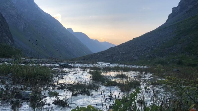 Киргизский хребет. Закат в горах.