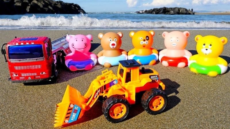 Giochi sulla spiaggia. Impariamo i colori in italiano. Giocattoli educativi