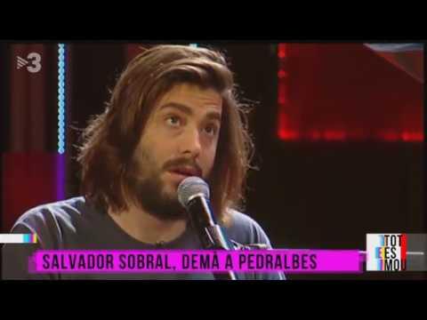 Salvador Sobral canta Prometo não prometer en el programa Tot es Mou (TV3 Cataluña)