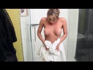 HC_Cute Shemale_Erotica in the shower