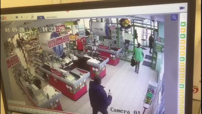 В Липецке 18 летний парень пытался украсть в магазине 28 плиток шоколада