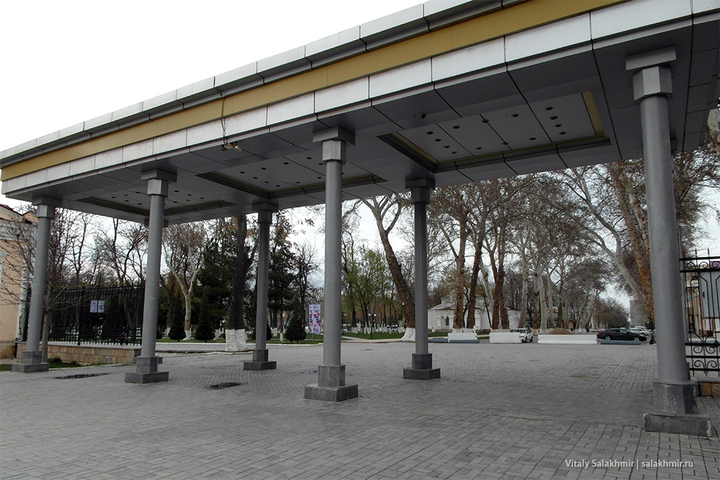 Вход в Центральный парк Узбекистана, арка
