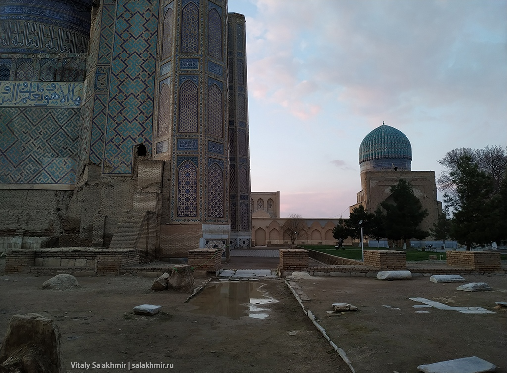 Двор мечети Биби Ханум, Узбекистан, Самарканд 2019