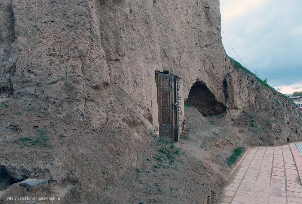 Дверь в горе, Узбекистан, Самарканд 2019