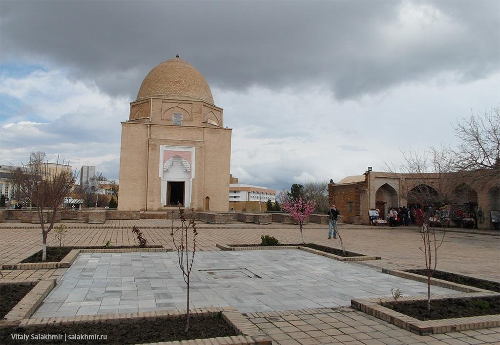 Внутренний двор Рухабад, Самарканд 2019