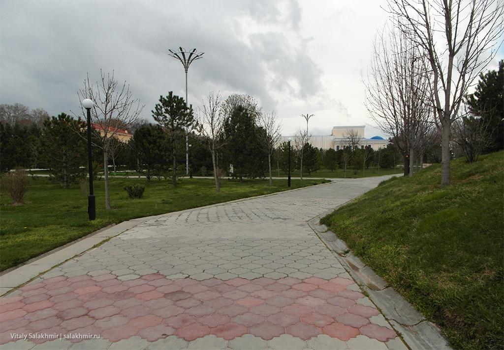 Внутри парка Навои, Узбекистан, Самарканд 2019