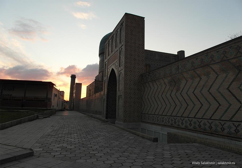 Мечеть Биби-Ханум вечером, Узбекистан, Самарканд 2019