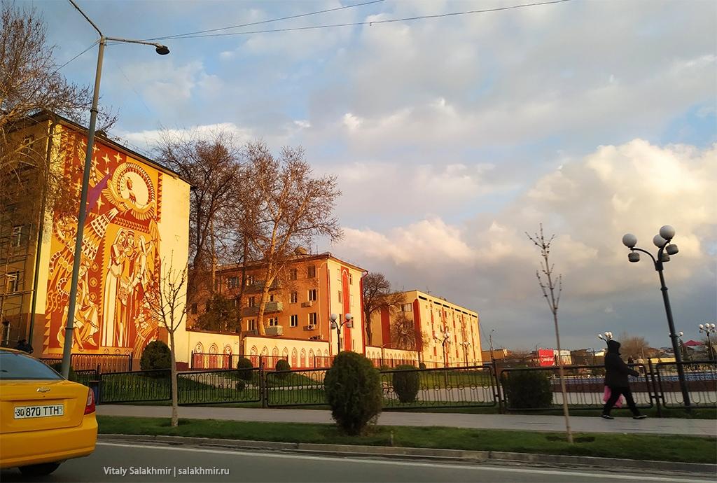Муралы на зданиях, Узбекистан, Самарканд 2019