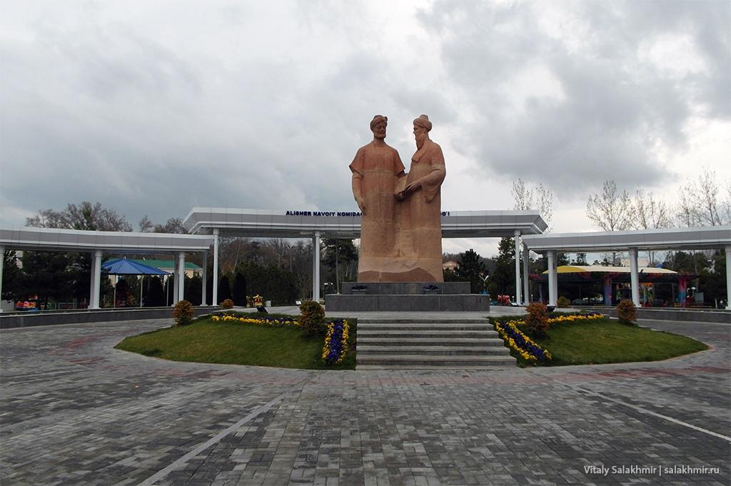 Памятник Навои, Узбекистан, Самарканд 2019