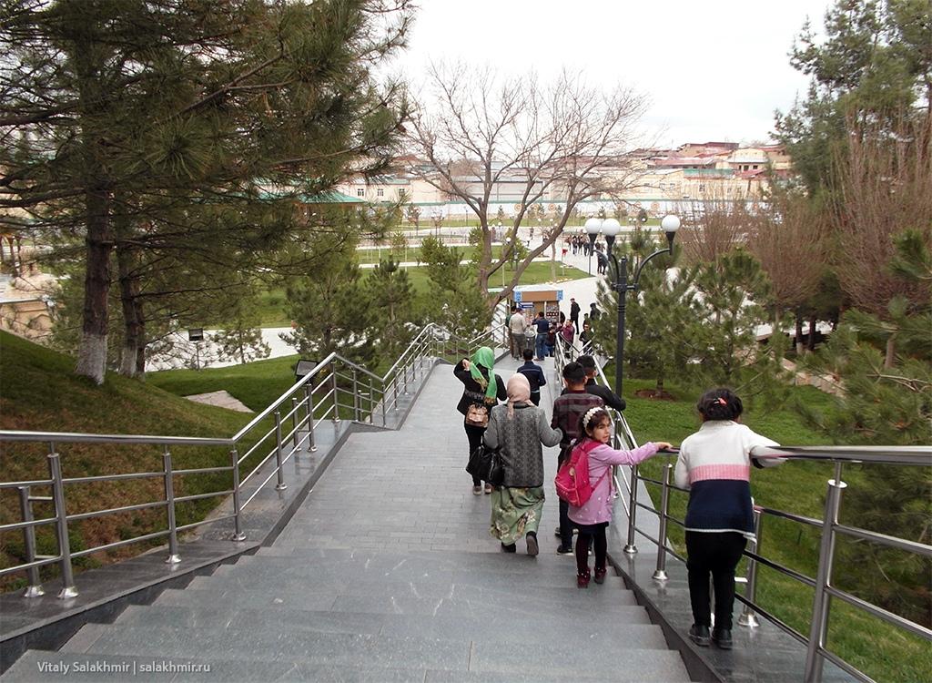 Лестница, мавзолей Ходжа Дониер, Узбекистан, Самарканд 2019