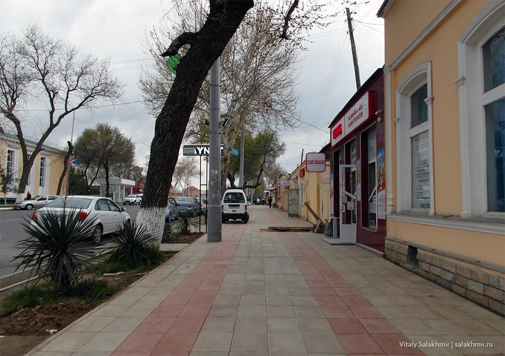 Тротуар на Мустакиллик, Самарканд 2019