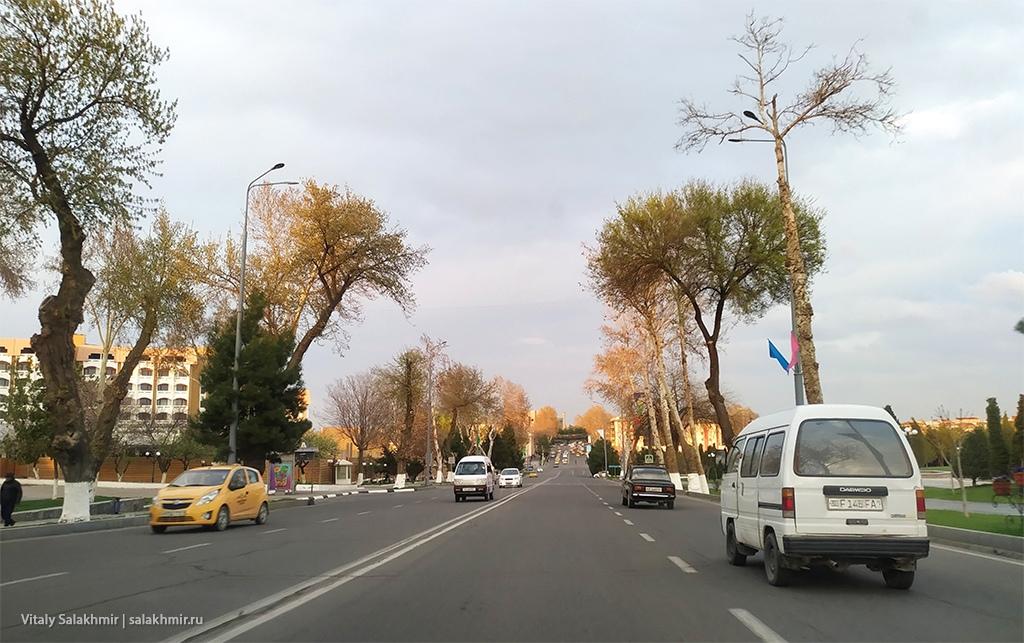 Улица из окна машины, Узбекистан, Самарканд 2019