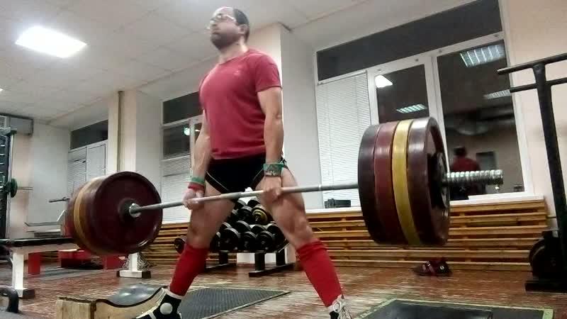 Тяга с плинтов 205 кг х 3 без пояса