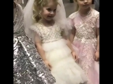 4-летняя дочь Аллы Пугачевой и Максима Галкина Лиза  на показе