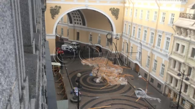 Обрушение крыши рядом с Дворцовой площадью ФАН ТВ LIVE