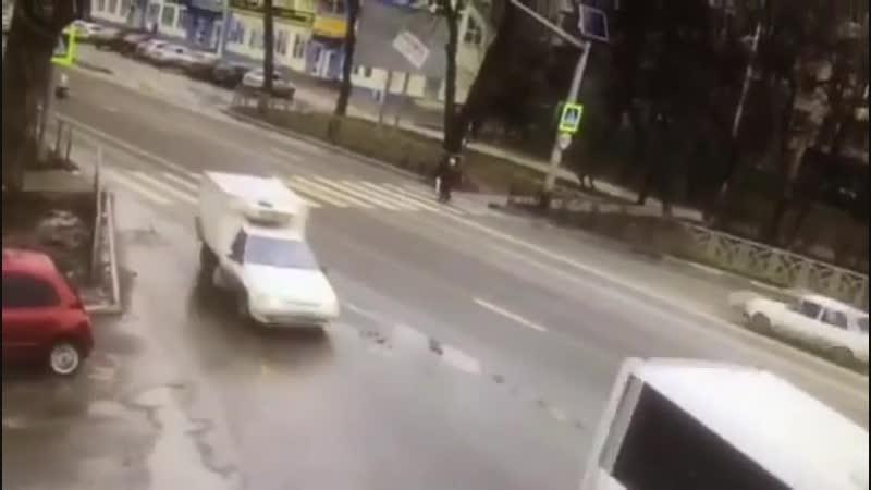 Пенсионерка попала под колеса автомобиля