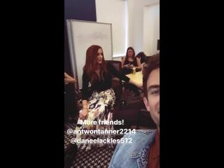Дэннил с друзьями на съемках 'Tis The Season A One Tree Hill Cast Reunion