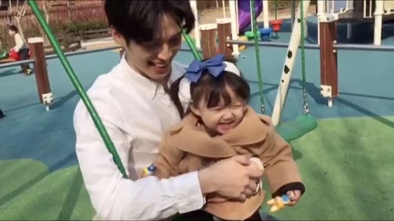 """Minsu Choi on Instagram: """"그네의 맛을 본 최이수👶🏻 어디서 저런 돌고래 목소리가 나오는지 신기하다😆😆😆 아빠와딸 아빠랑토리랑 딸스타그램 부녀스타그램 사랑해"""""""