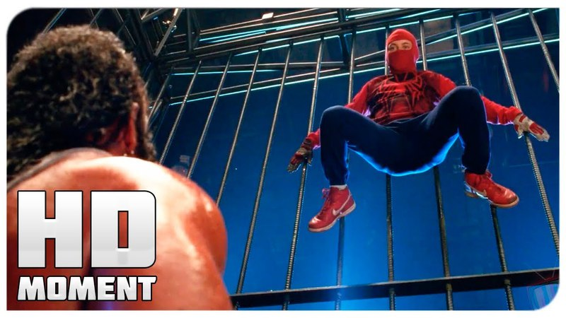 Человек паук против рестлера Человек паук 2002 Момент из фильма