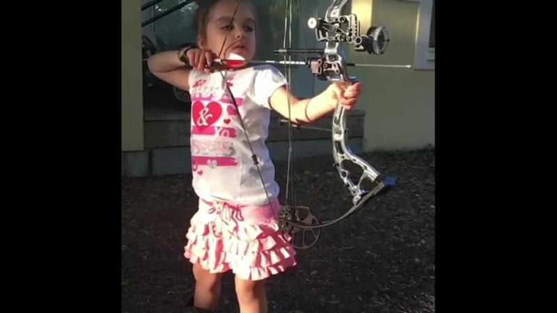 будущая чемпионка мира по стрельбе из лука