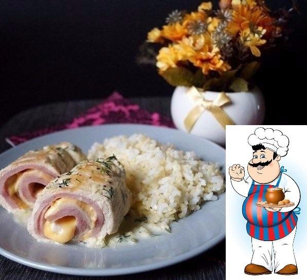 рулетики кордон блю мясной ужин ингредиенты: куриная грудка (филе) 2 шт. ветчина 150 гр. сыр 150гр. сливки (20 - 33 %) 100 мл. чеснок 3 зубчика зелень (рубленная) 1 ст.л. масло растительное