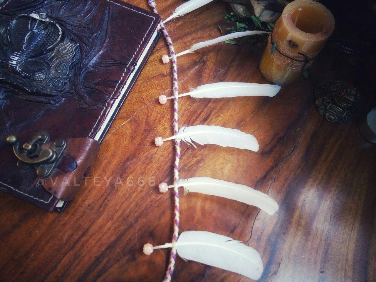 Талисманы и амулеты из перьев, дерева ( веточек, камней и т.д.). Ведьмина лестница. Магнит удачи. P2CK880UVlc