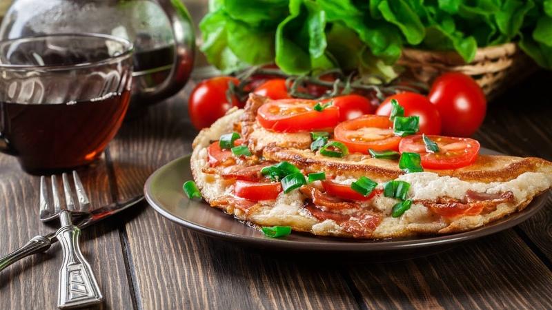 Картинка еда. Пицца с помидорами на столе.