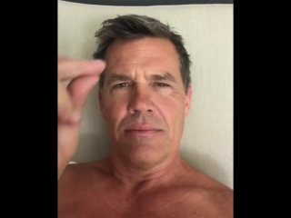 Josh Brolin (Thanos) Snaps his fingers for Reddit.mp4