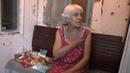 Помощь жительницы Италии пожилой женщине