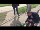 Новости Кривой Рог: горожане несут цветы к месту гибели 8 человек |