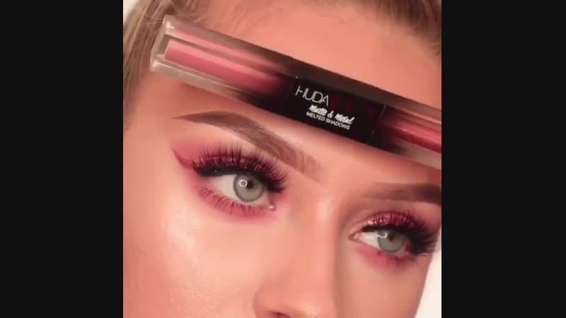 Нежный макияж в розовых тонах .