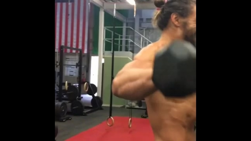 Justice League_ Jason Momoa getting pumped up in G.mp4