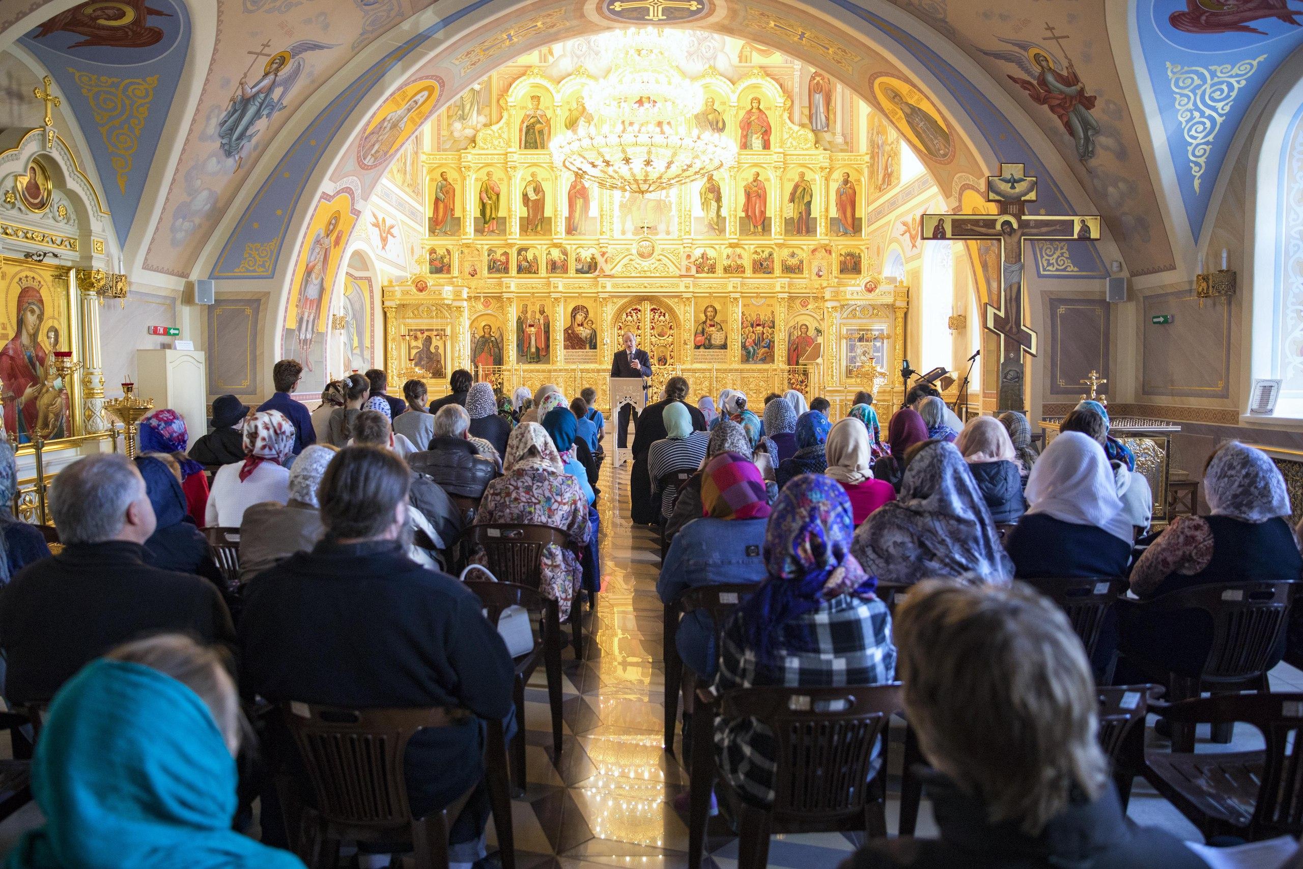В Духосошественском храме Казани состоялась уникальная встреча с лингвистом и доктором наук Владимиром Аннушкиным