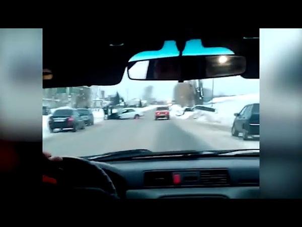 Лобовое столкновение двух машин в Кемерове попало на видео