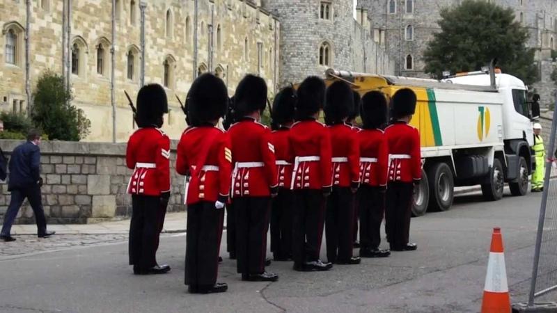 Changing the Guard at Windsor Castle Виндзорский замок. Смена караула