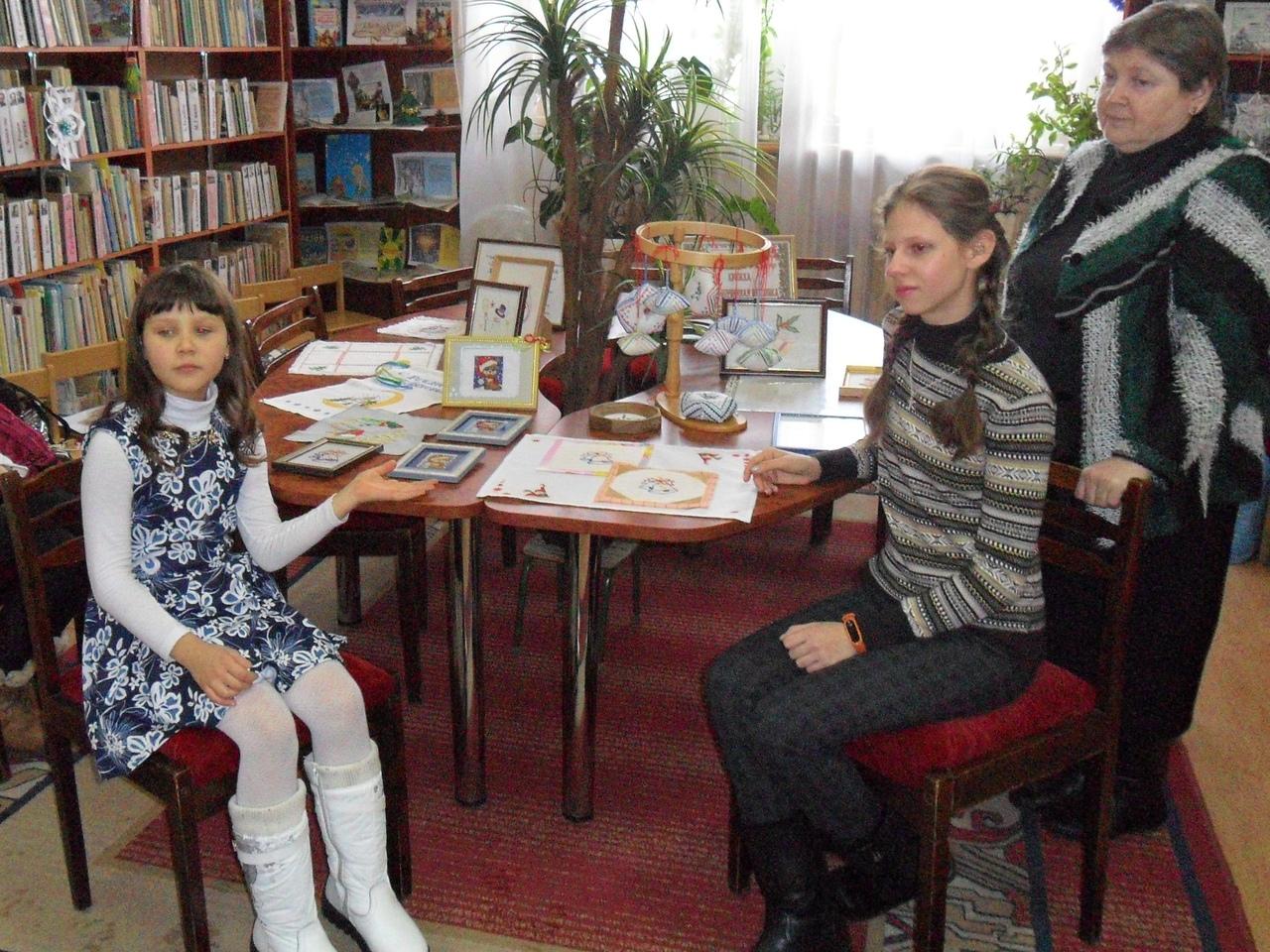 донецкая республиканская библиотека для детей, отдел искусств, кружок художественная вышивка, выставка детских работ